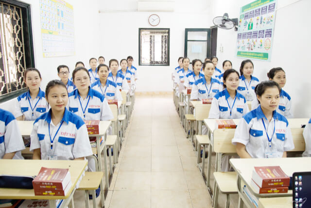 面接後、現地学校での学習成果を報告